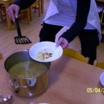 Dnes takhle naléváme polévku.....