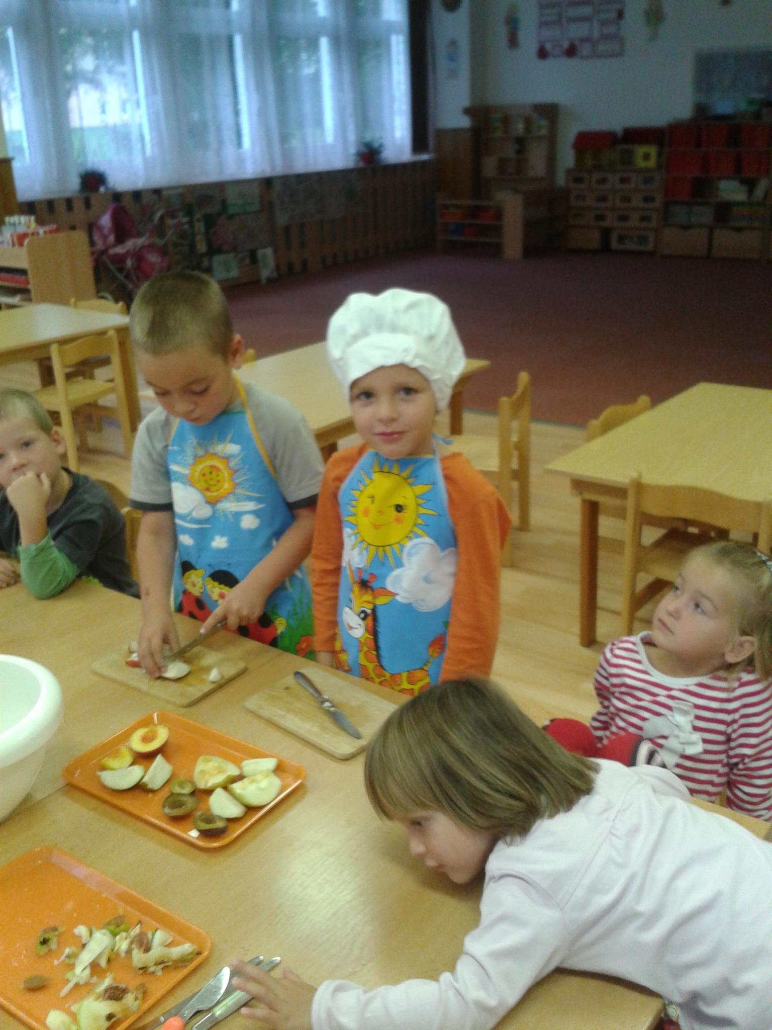 Připravujeme ovocný salát