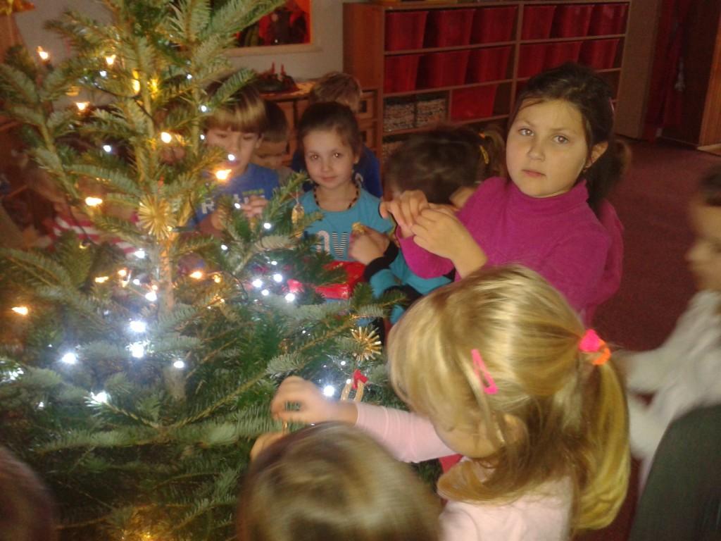 Zdobení vánočního stromečku
